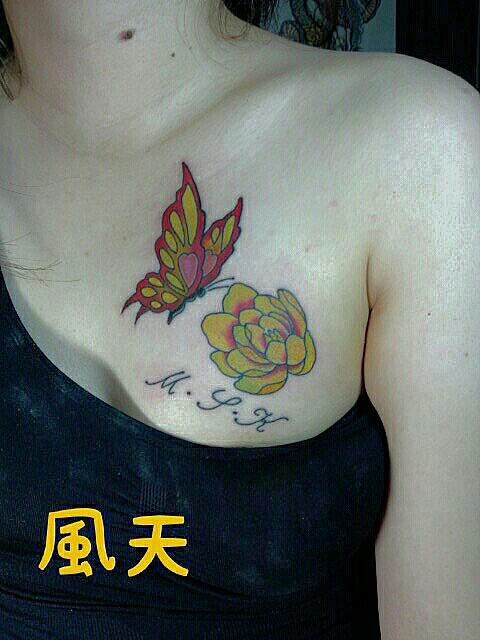 胸に蝶と花♀
